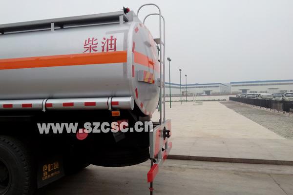 东风天龙双桥运油车尾部细节图片